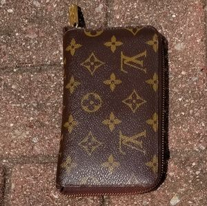 Louis Vuitton  Old Style Compact Zippy Wallet